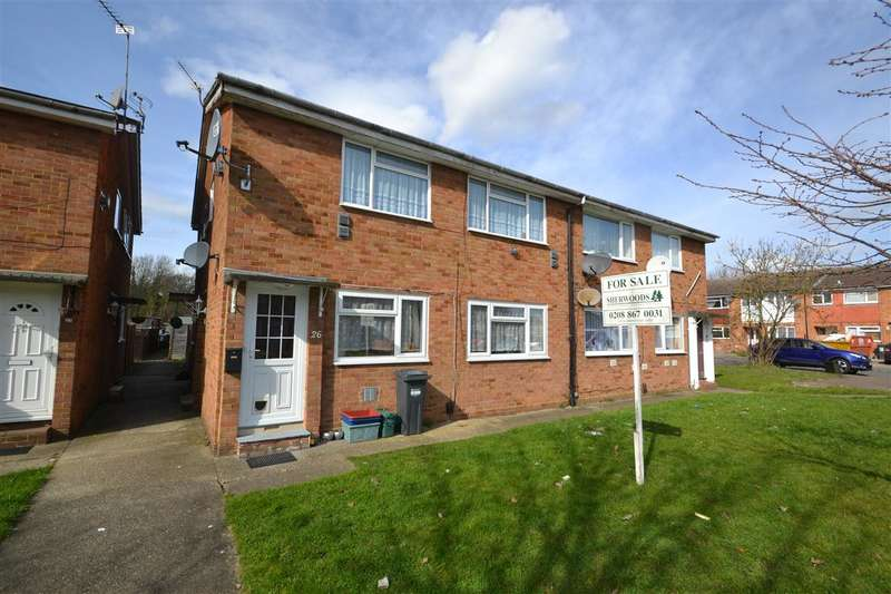 2 Bedrooms Maisonette Flat for sale in Peninsular Close, Bedfont