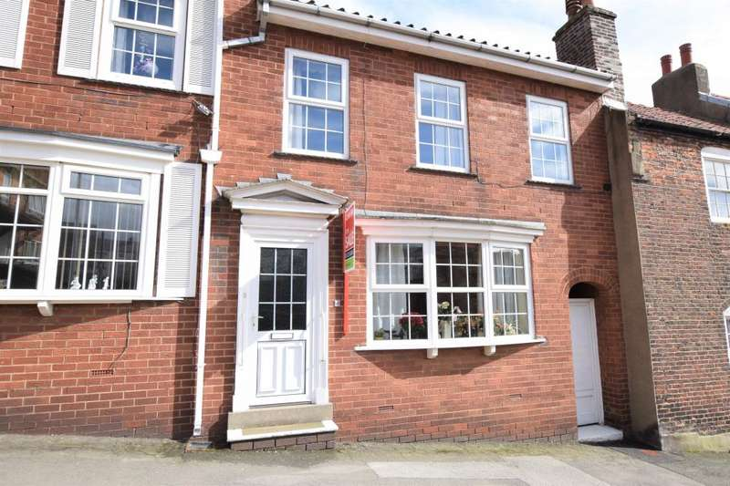 3 Bedrooms Terraced House for sale in Tollergate, Scarborough, North Yorkshire YO11 1RR