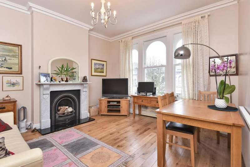 3 Bedrooms Flat for sale in Crofton Road, East Dulwich