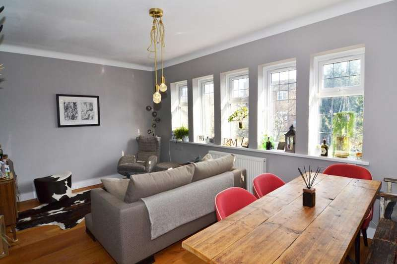 2 Bedrooms Flat for sale in Tower Road, Strawberry Hill, TW1
