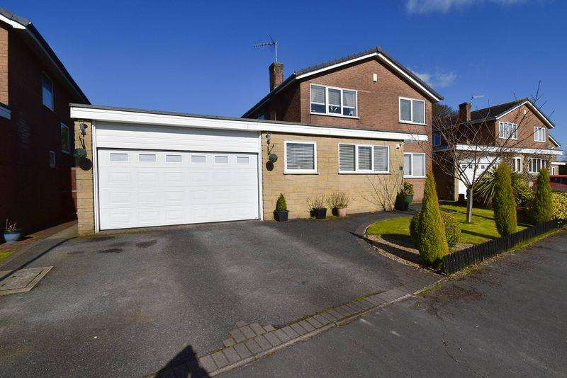 4 Bedrooms Detached House for sale in Daisybank Drive, Congleton, CW12 1LX