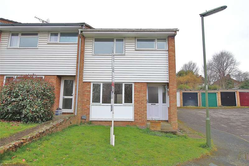 3 Bedrooms End Of Terrace House for sale in Woodside Close, Knaphill, Woking, Surrey, GU21