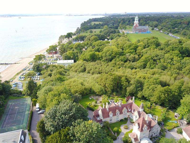 3 Bedrooms End Of Terrace House for sale in Hamble Cliff Stables, Hamble, SOUTHAMPTON