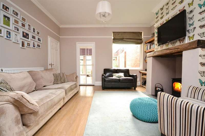 3 Bedrooms End Of Terrace House for sale in Ormskirk Road, Wigan