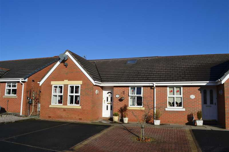 3 Bedrooms Bungalow for sale in Stowe Gardens, Leigh