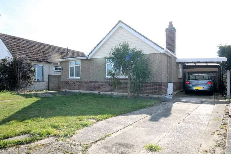 3 Bedrooms Bungalow for sale in The Crescent, Great Clacton