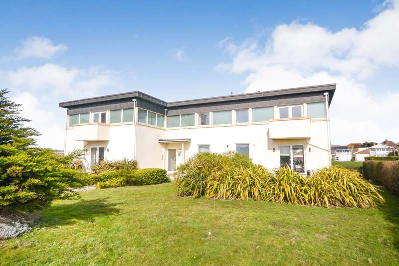 2 Bedrooms Flat for rent in The Lodge, Corsia Hall, College Road, Seaford, BN25