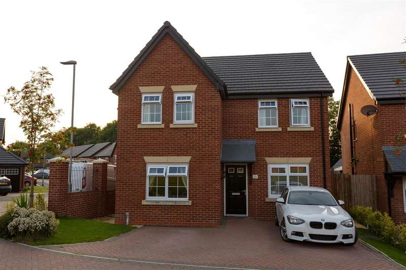 4 Bedrooms Detached House for sale in St Edwards Chase, Preston