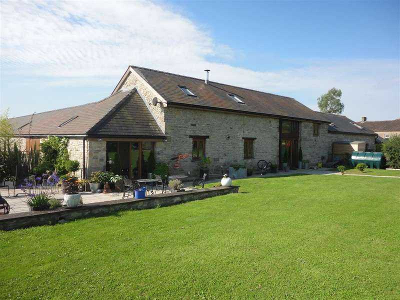 4 Bedrooms Barn Conversion Character Property for sale in The Old Granary, Castle Farm, Bishton