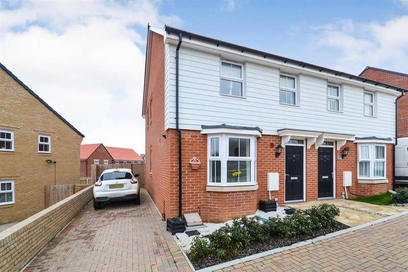 3 Bedrooms House for sale in Larch Grove, Southminster