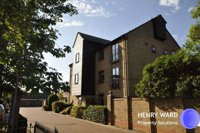 2 Bedrooms Apartment Flat for sale in Powdermill Mews, Waltham Abbey
