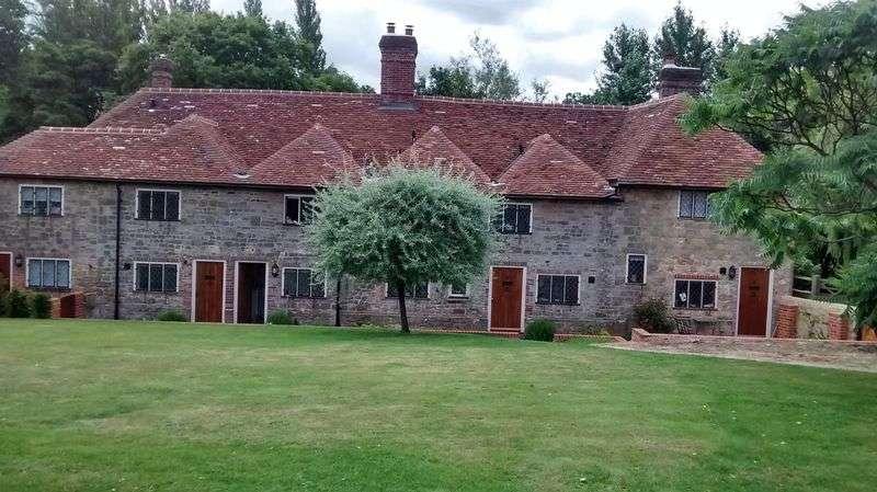 2 Bedrooms Property for sale in Bridgefoot Cottages, Midhurst