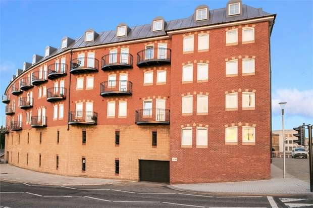 2 Bedrooms Flat for sale in Ferry Approach, South Shields, Tyne and Wear