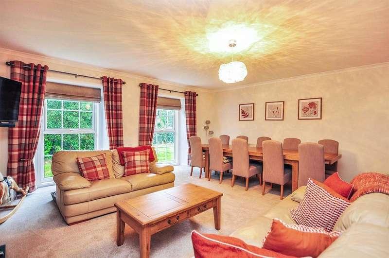 6 Bedrooms Detached House for sale in Stranglands Lane, Ferrybridge, WF11 8SD