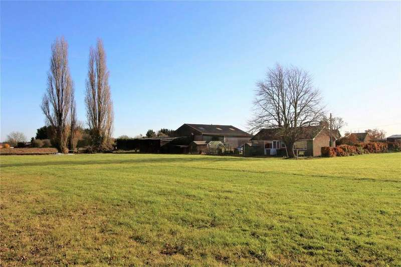 3 Bedrooms Detached Bungalow for sale in Thorncote Green, Hatch, SANDY, Bedfordshire