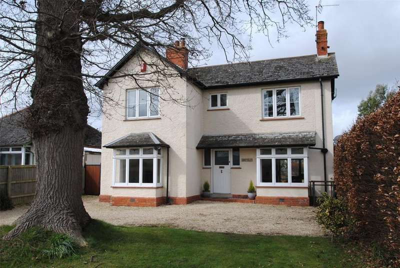 4 Bedrooms Detached House for sale in Heatherton Park Road, West Buckland