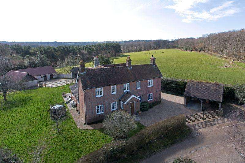 4 Bedrooms Detached House for sale in Gillridge Lane, Rural Crowborough, East Sussex