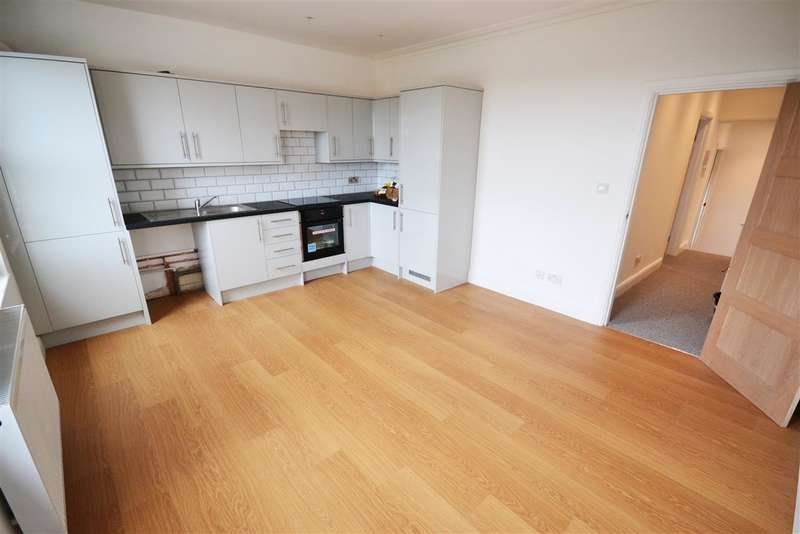 2 Bedrooms Apartment Flat for sale in Brentwood Road, Chadwell St.Mary