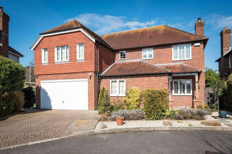 5 Bedrooms Detached House for sale in Harlands Mews, Uckfield