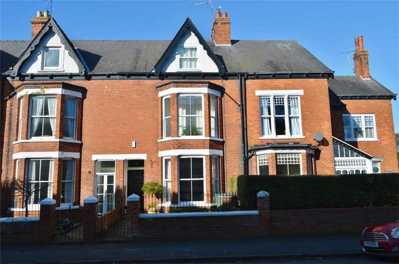 5 Bedrooms Terraced House for sale in 30 Burton Road, Hornsea, East Riding of Yorkshire