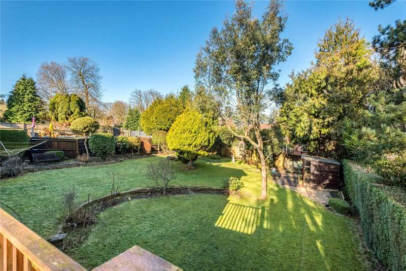4 Bedrooms Detached House for sale in Fryern Wood, Chaldon, Surrey, CR3