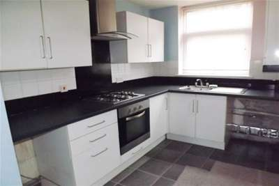 2 Bedrooms Semi Detached House for rent in Devon Road, Blackburn