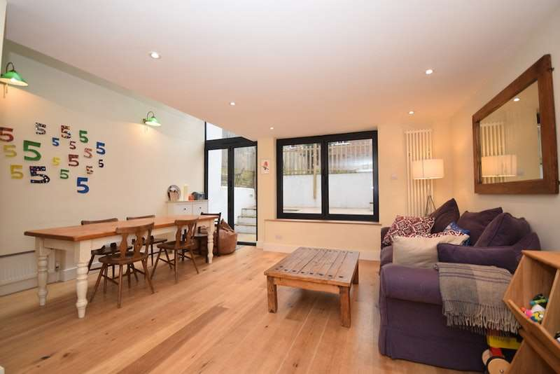 3 Bedrooms Flat for sale in Railton Road, London, London, SE24