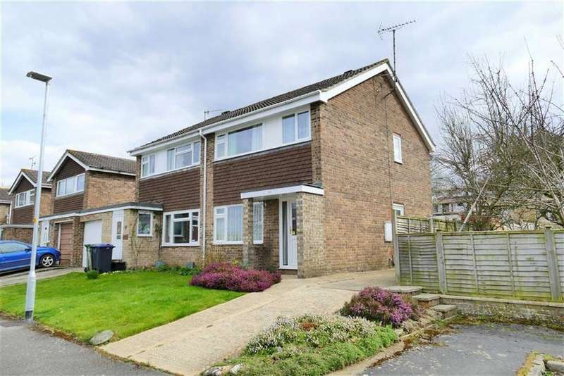 3 Bedrooms Semi Detached House for sale in Falcon Road, Calne
