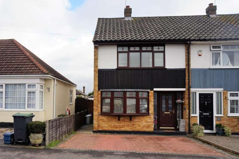 3 Bedrooms Semi Detached House for sale in Benvenue Avenue, Eastwood, Essex SS9