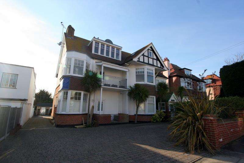 2 Bedrooms Flat for sale in Third Avenue, Frinton-On-Sea