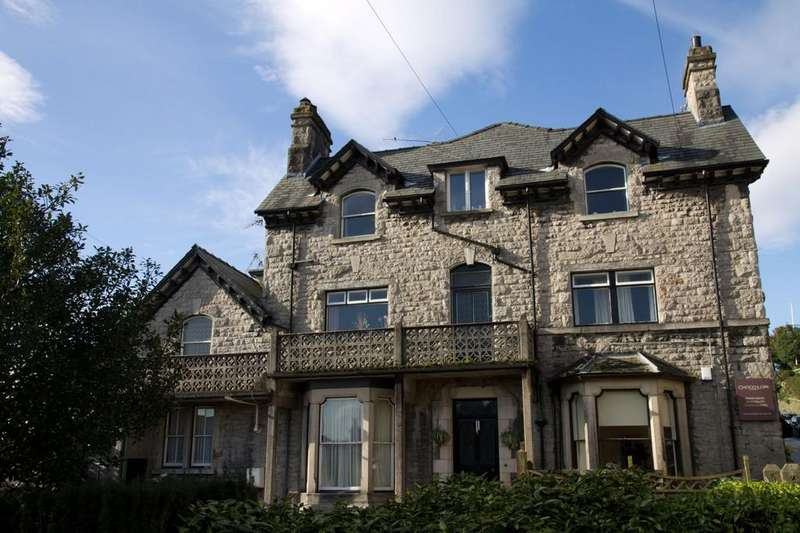 2 Bedrooms Ground Flat for sale in Ground Floor Flat, Ingwell House, Main Street, Grange over Sands, Cumbria, LA116DP
