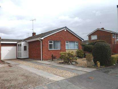 2 Bedrooms Bungalow for sale in Meadowfield Road, Westminster Park, Chester, CH4