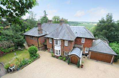 5 Bedrooms Detached House for sale in Leafy Grove, Keston Village