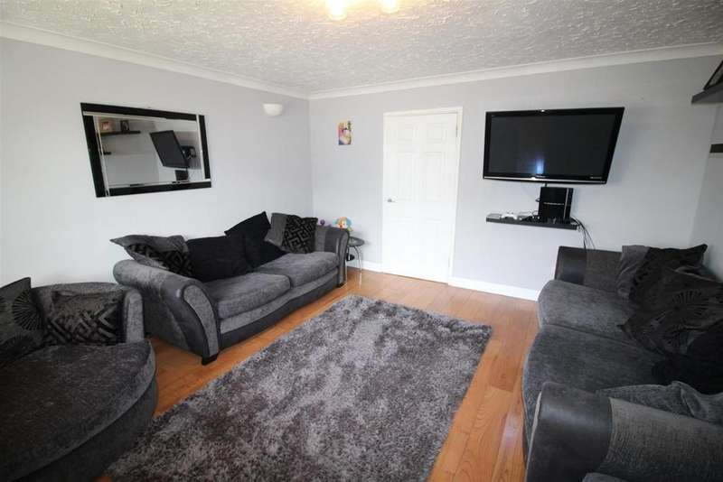 3 Bedrooms Detached House for sale in Nobles Close, Whittlesey, Peterborough