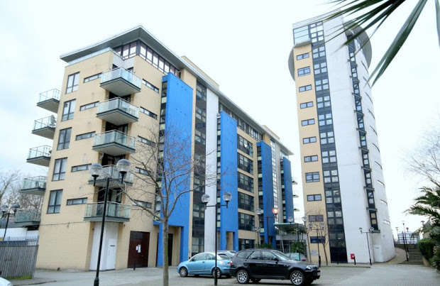 2 Bedrooms Flat for sale in Westferry Road, LONDON, E14