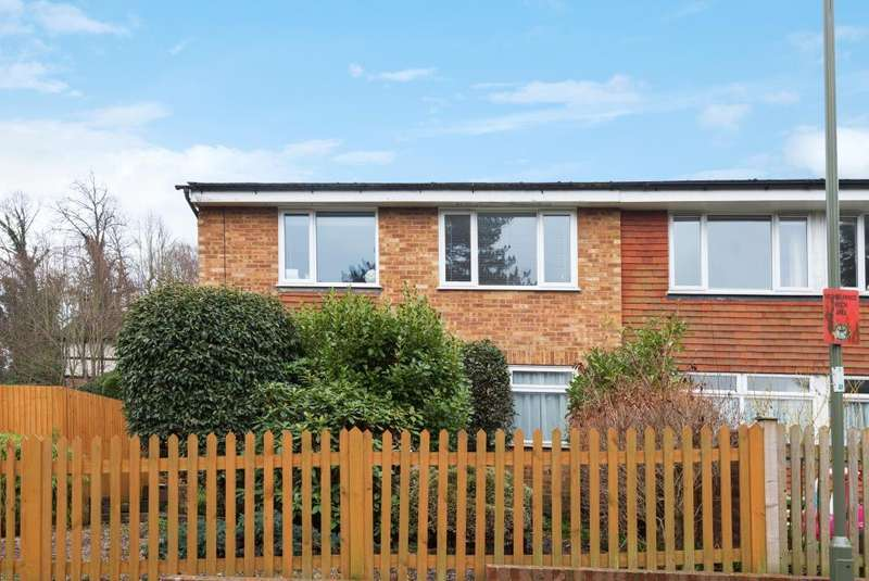 2 Bedrooms Maisonette Flat for sale in St Johns, Woking, GU21