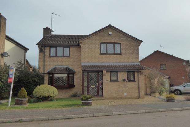 4 Bedrooms Detached House for sale in Pyghtle Way, East Hunsbury, Northampton, NN4