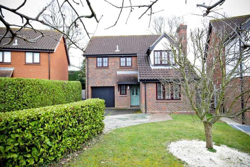 4 Bedrooms Detached House for sale in Lichfield Close, Chelmsford, Essex, CM1