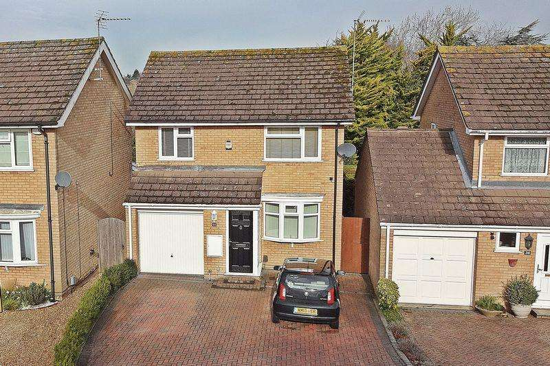 3 Bedrooms Detached House for sale in Kendal Drive, Flitwick