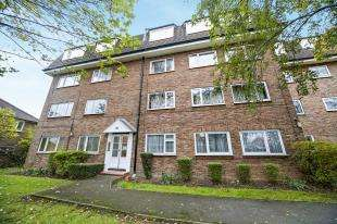 2 Bedrooms Flat for sale in Southfield Court, Sutton Common Road, Sutton, Surrey