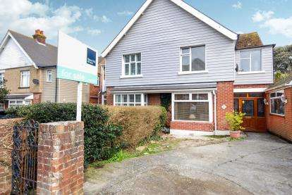 3 Bedrooms Semi Detached House for sale in Cowes, Isle Of Wight, .