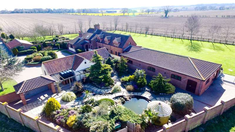5 Bedrooms Detached House for sale in Boyton Farmhouse, Lound, Lowestoft
