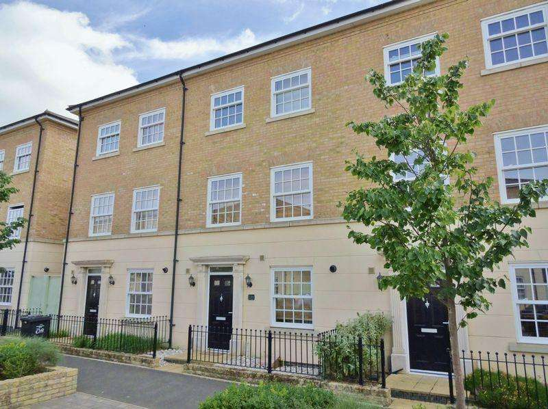 3 Bedrooms Terraced House for sale in The Avenue, Priors Hall, Corby