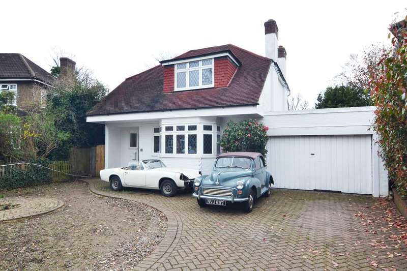 4 Bedrooms Detached House for sale in Manor Gardens, Hampton, TW12
