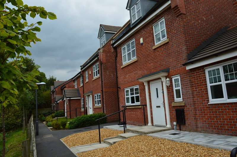4 Bedrooms Detached House for rent in Coppybridge Drive, Firgrove OL16