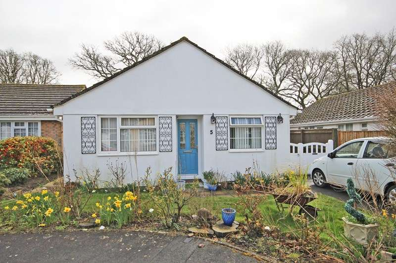 2 Bedrooms Detached Bungalow for sale in Thetchers Close, New Milton