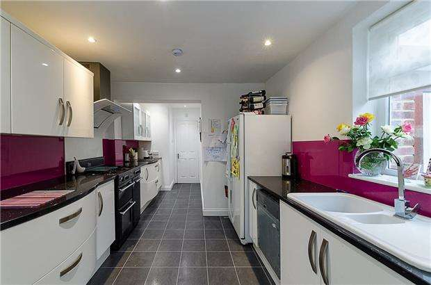 3 Bedrooms Semi Detached House for sale in Godstone Road, PURLEY, Surrey, CR8 2DF