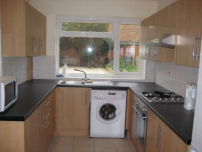 5 Bedrooms Terraced House for rent in Swainstone Road, Reading