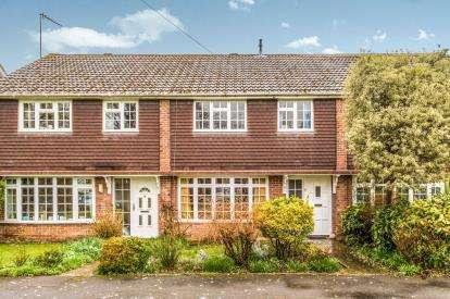 3 Bedrooms Terraced House for sale in Cowplain, Waterlooville, Hampshire