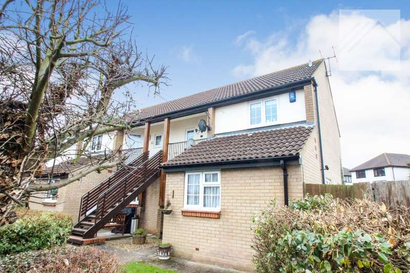 1 Bedroom Flat for sale in Moat Rise, Rayleigh - CENTRAL LOCATION